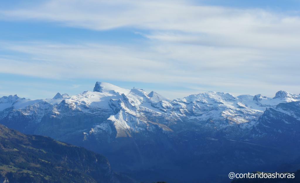 Monte Titlis, bem no meio da foto!