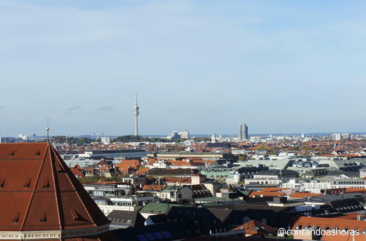 Olympiaturm no OlympiaPark e Uma das torres do complexo BMW