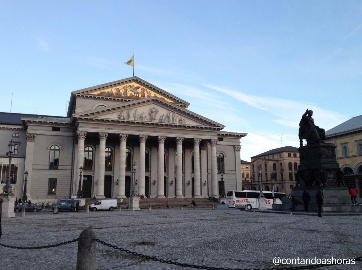Pracinha em frente ao Münchner Residenz