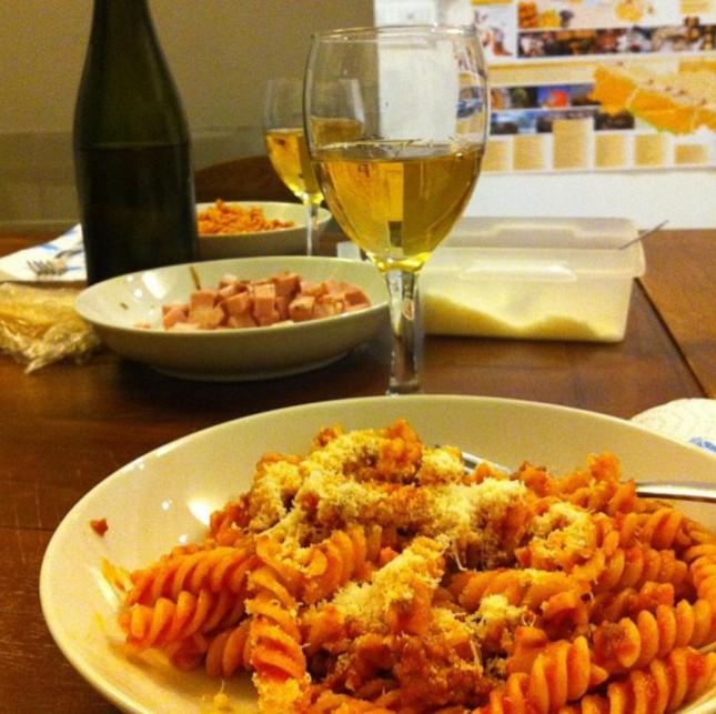 Umas das jantinhas no apto feita pela Rachelle - Foto: @thetravelbite