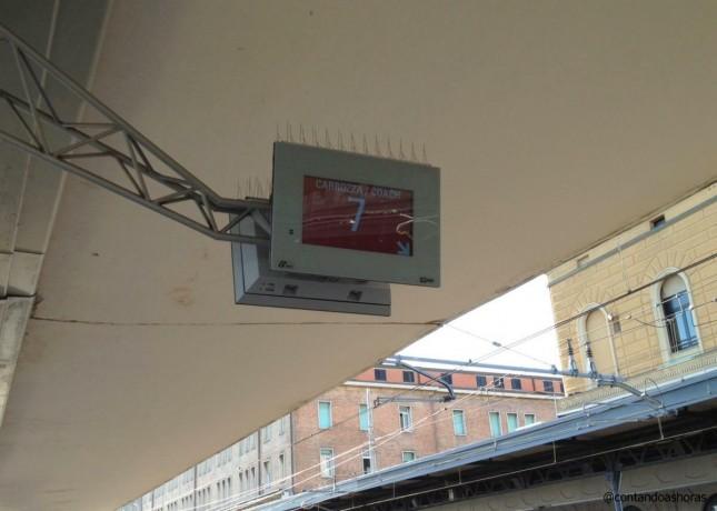 O vagão indicado para exatamente onde o painel da plataforma está indicando