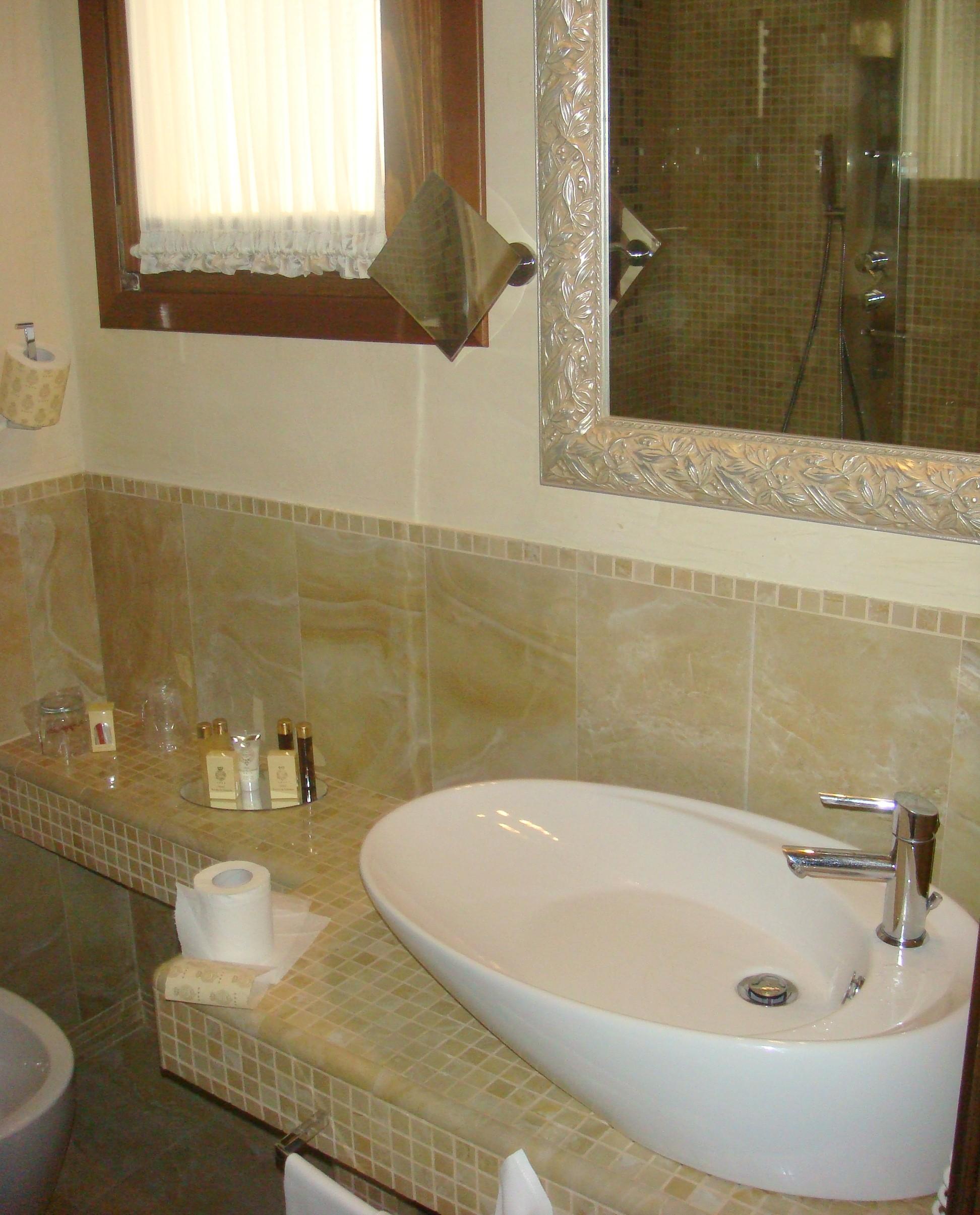 Horas » Arquivos » Dica de Hotel em Veneza: Hotel Savoia & Jolanda #5F4928 1944x2410 Acessorios Para Banheiro Hotel