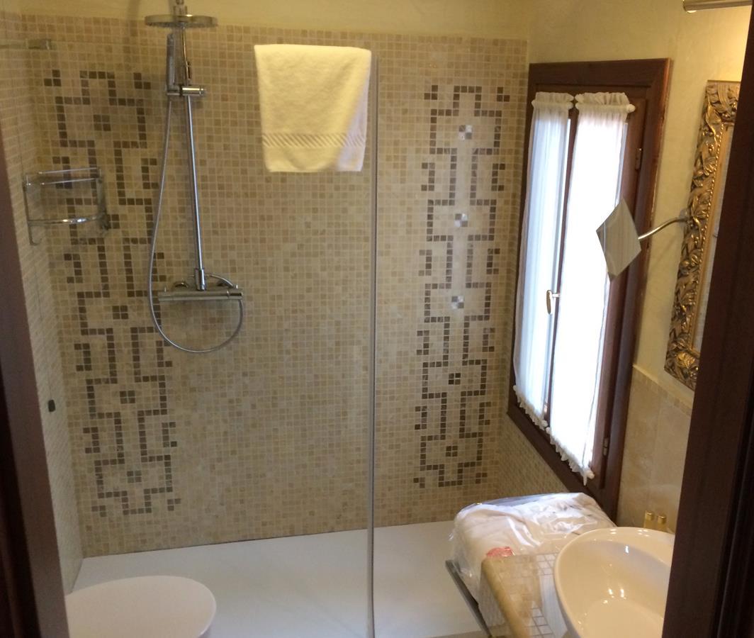 Horas » Arquivos » Dica de Hotel em Veneza: Hotel Savoia & Jolanda #9C762F 1064x900 Banheiro Compartilhado Em Hotel