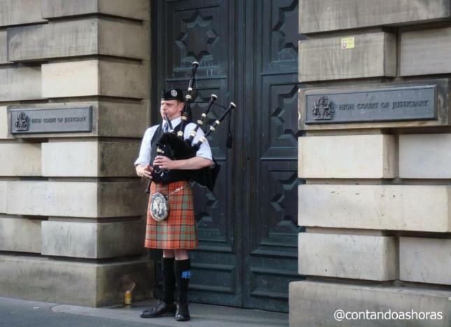 Edimburgo: Onde tirar foto com um Escocês vestindo Kilt e tocando Gaita de Fole