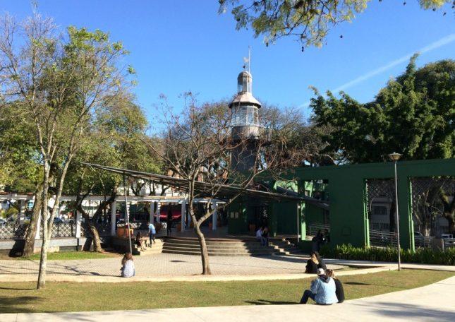Praça da Espanha: Um pedacinho da Espanha em Curitiba