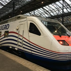 Viajando de Helsinki a São Petersburgo no trem de alta velocidade Allegro