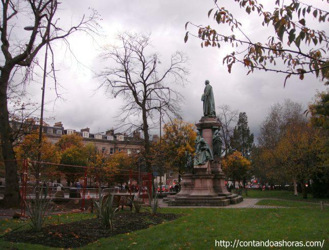 As 4 estações do ano no Coates Crescent Gardens, em Edimburgo