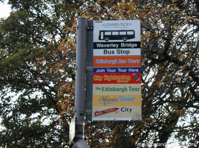 Ônibus da linha turismo em Edimburgo