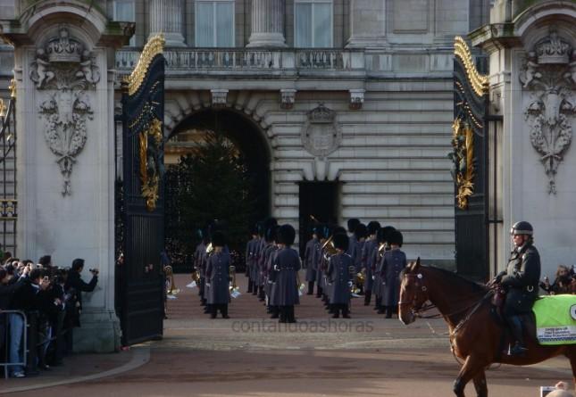 Londres: Winter Opening – Troca da Guarda, Tours no Palácio de Buckingham, Tour e Chá da Tarde no Parlamento Britânico