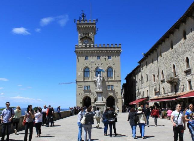 Uma visita ao Palazzo Pubblico, a Sede do Governo de San Marino