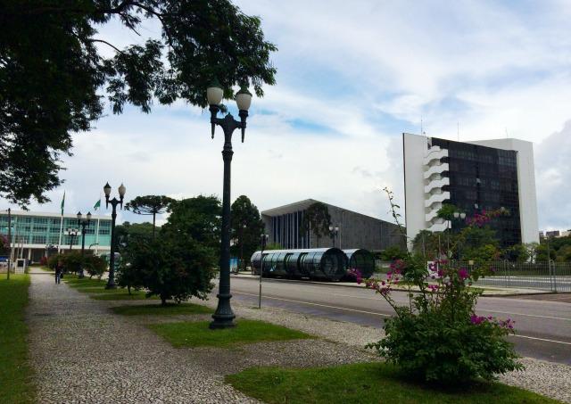 Curitiba: Andando de transporte público
