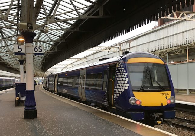 Guia completo sobre como andar de trem na Escócia