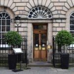 Chá da Tarde em Edimburgo: The Colonnades, na Signet Library